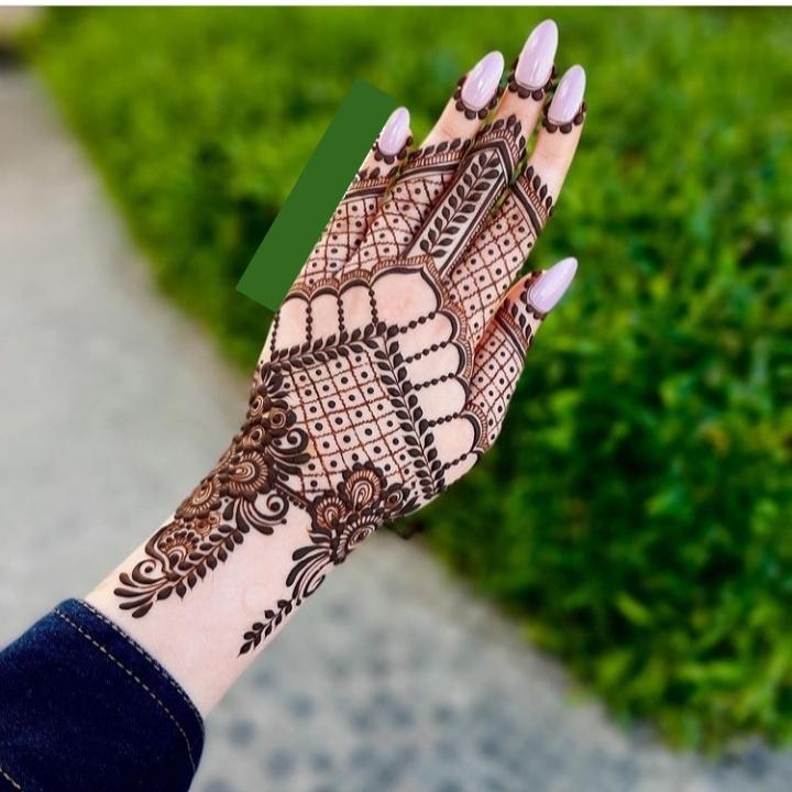 Mehndi Design on Back Hand