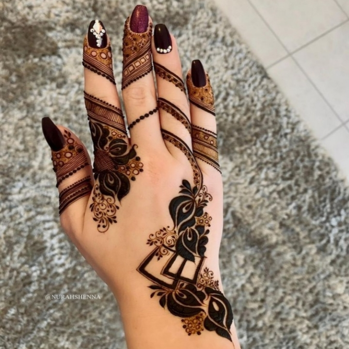 Slim Mehndi Design in Hand