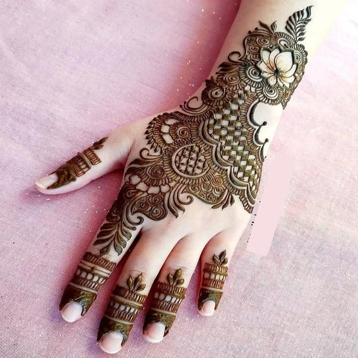 2020 Mehndi Design on Hand