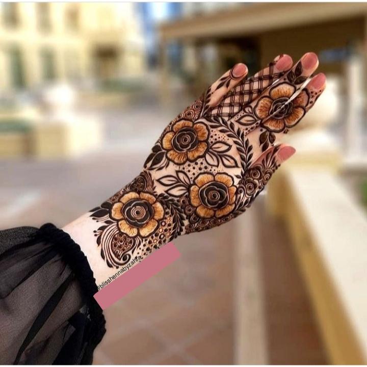 Flower Mehndi Design on Back Hand