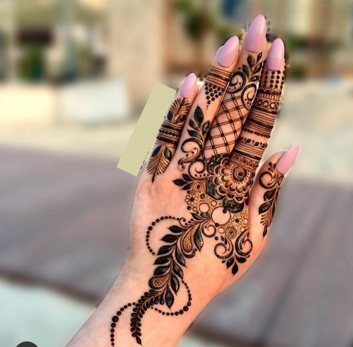 Latest Mehndi Design on Hand