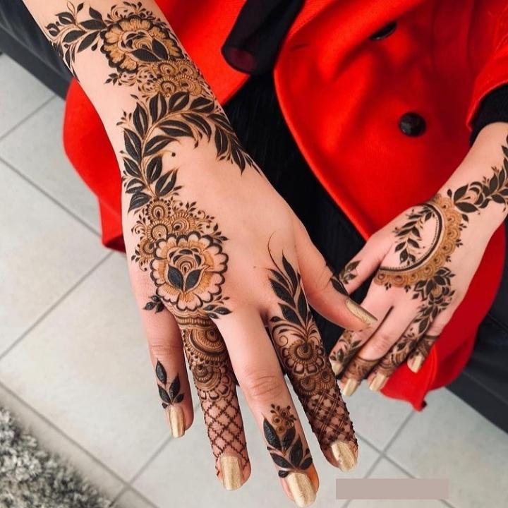 Top hand Mehndi Design