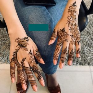 Mehndi Applied on both hands