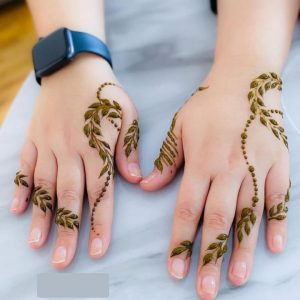 A simple mehndi design on both hands