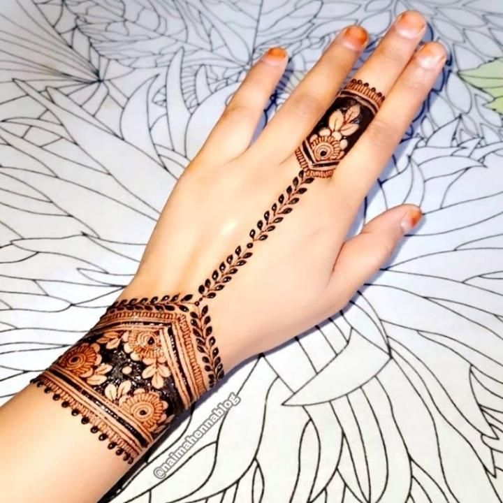 Simple Mehndi Design on Back Hand
