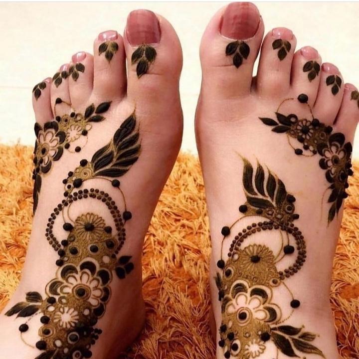easy mehandi designs foot