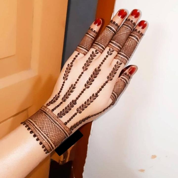 easy mehendi design for back hand