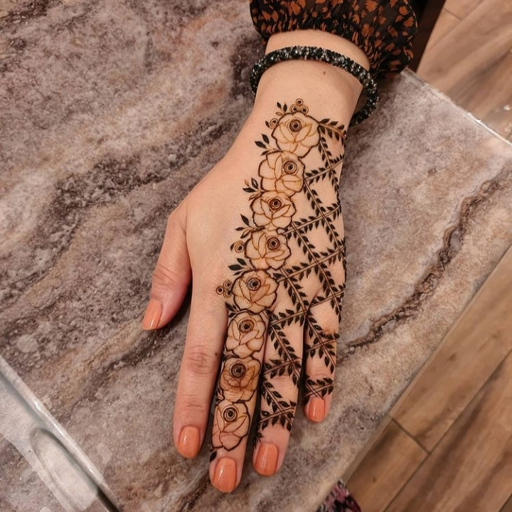 easy mehndi design back hand