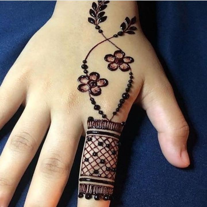 easy mehndi design finger