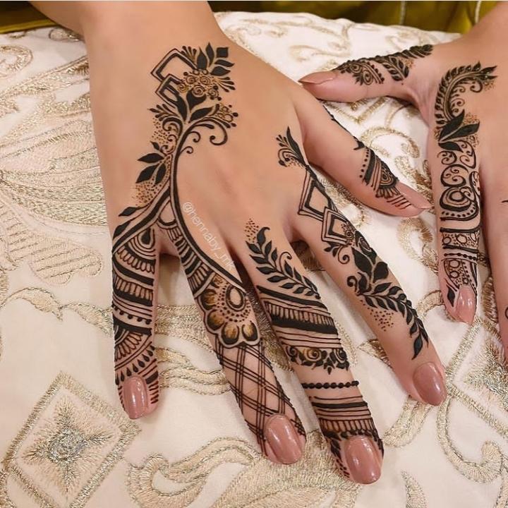 black finger mehndi design