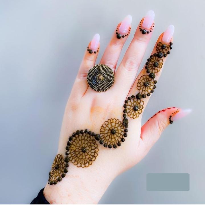 easy finger mehandi design