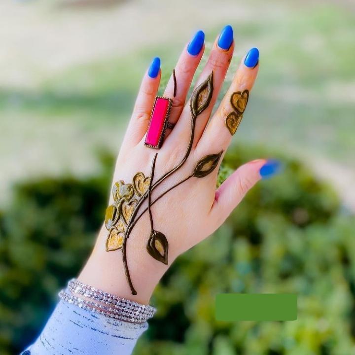 easy finger mehndi design