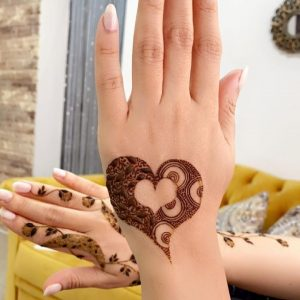 easy wrist mehndi design