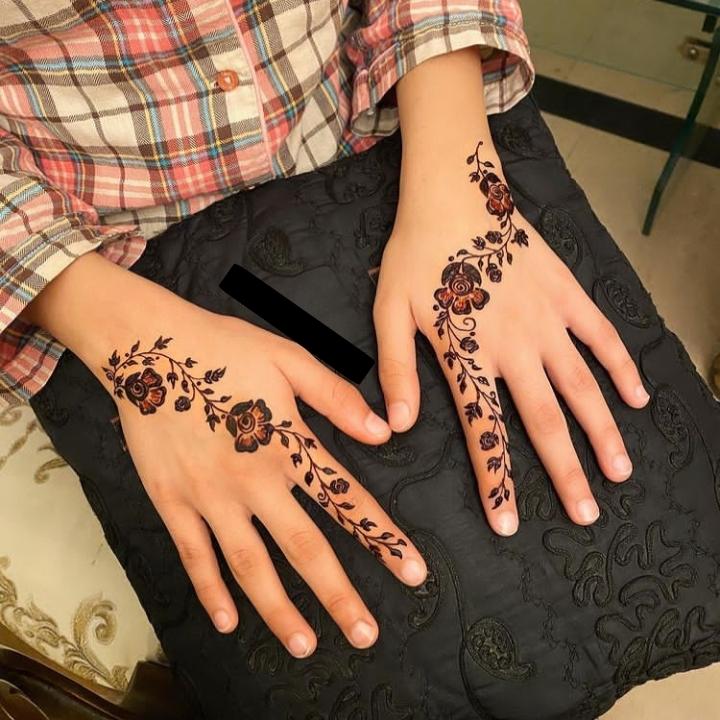finger mehndi design back hand