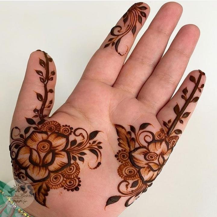 finger mehndi design front hand