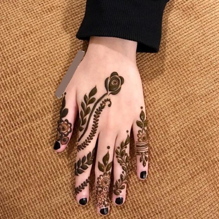 flower finger mehndi design