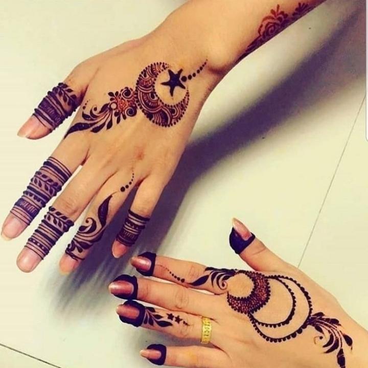 moon finger mehndi design