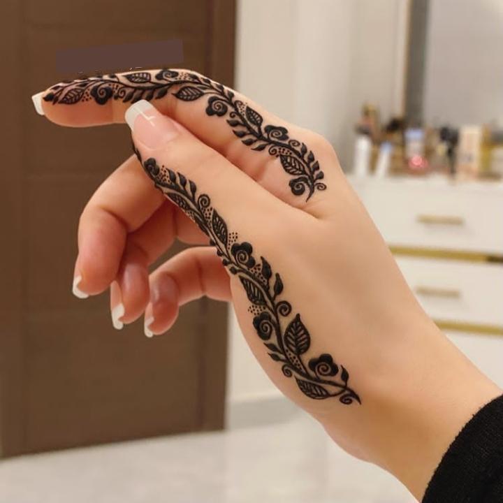 two finger mehndi design