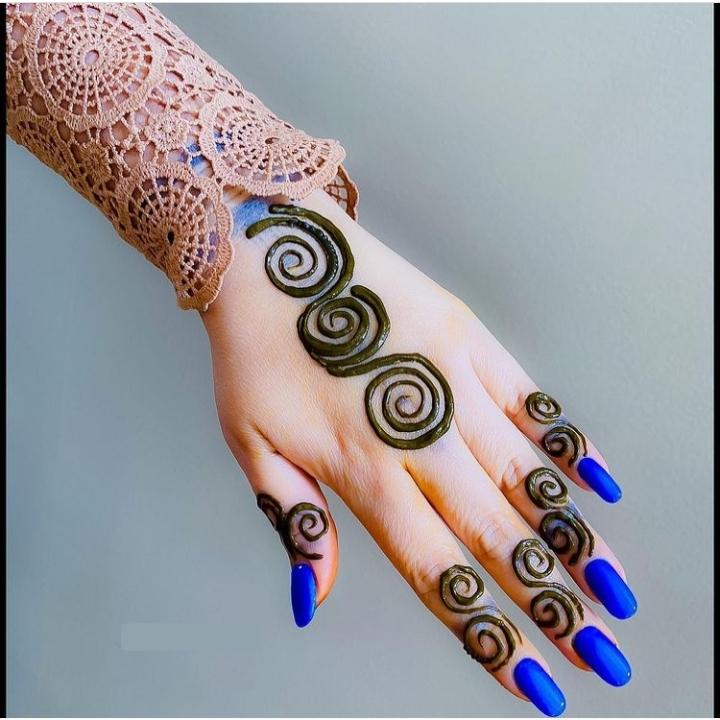 Easy & Simple Mehndi Design