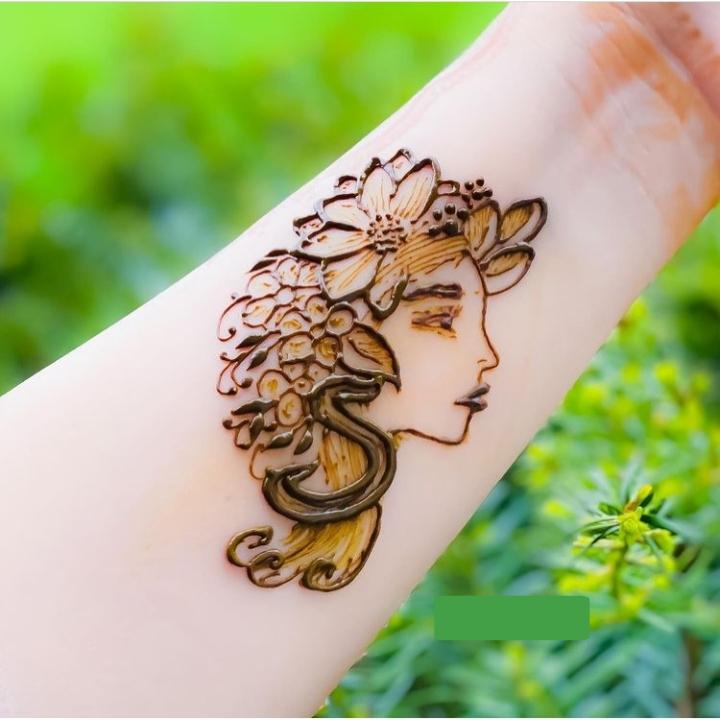 Female Mehndi Design