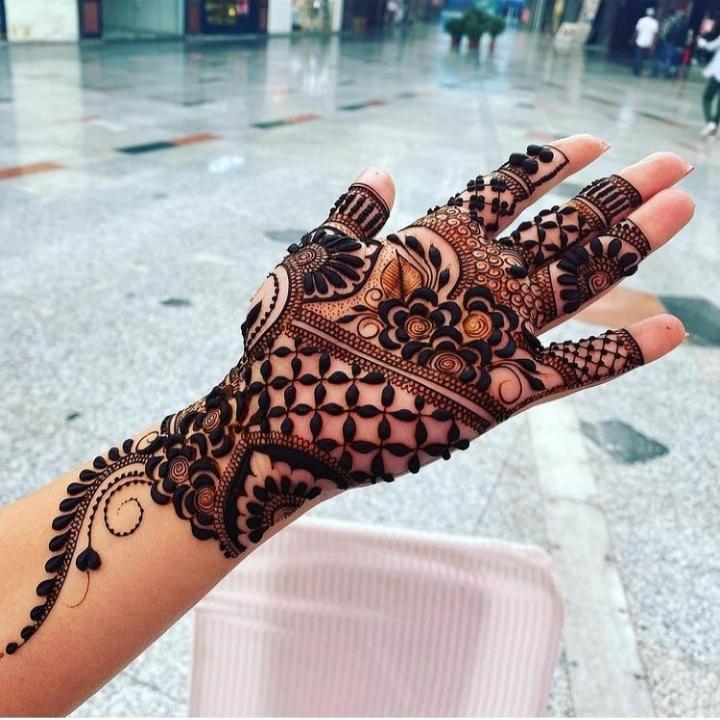 Mehndi Ki Design Open Hand