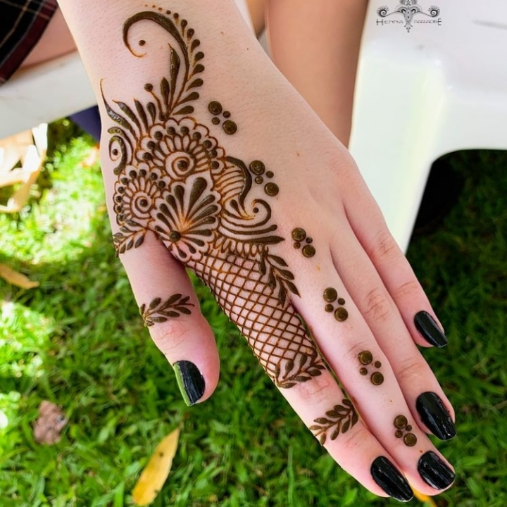 Simple Dots Mehndi Design