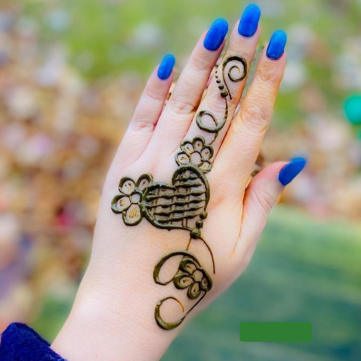Simple Line Mehndi Design
