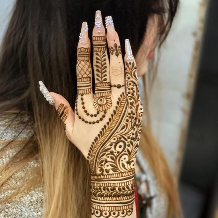 Simple Mehandi Design for Girls