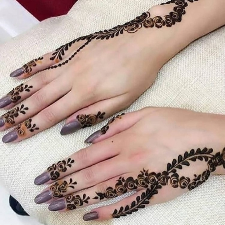 Simple Mehndi Designs for Hand