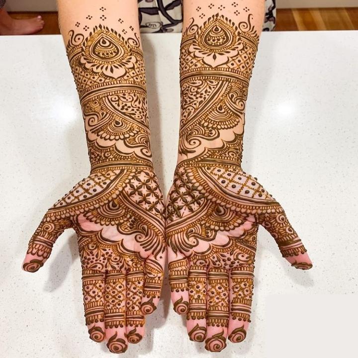 Stylish Bridal Mehndi Design