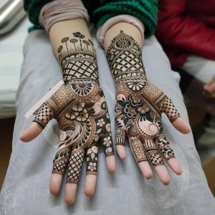 Stylish & Easy Mehndi Design