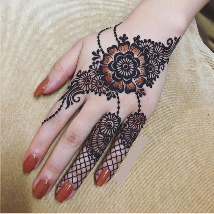 Famous Arabic Henna Design